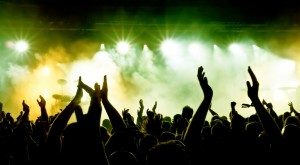 bigstock_silhouettes_of_concert_crowd_i_15652616212-1024x565