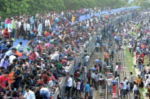 1381793080-peoples-going-to-home-by-train-for-celebrate-eid-festival_2953918